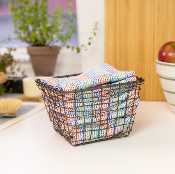 Wire Basket with Set of 12 Tidy Cloths